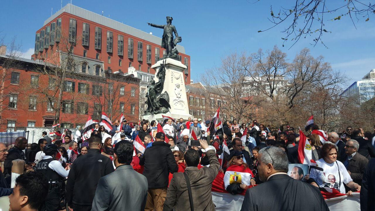 تزايد أعداد المشاركين أمام البيت الأبيض