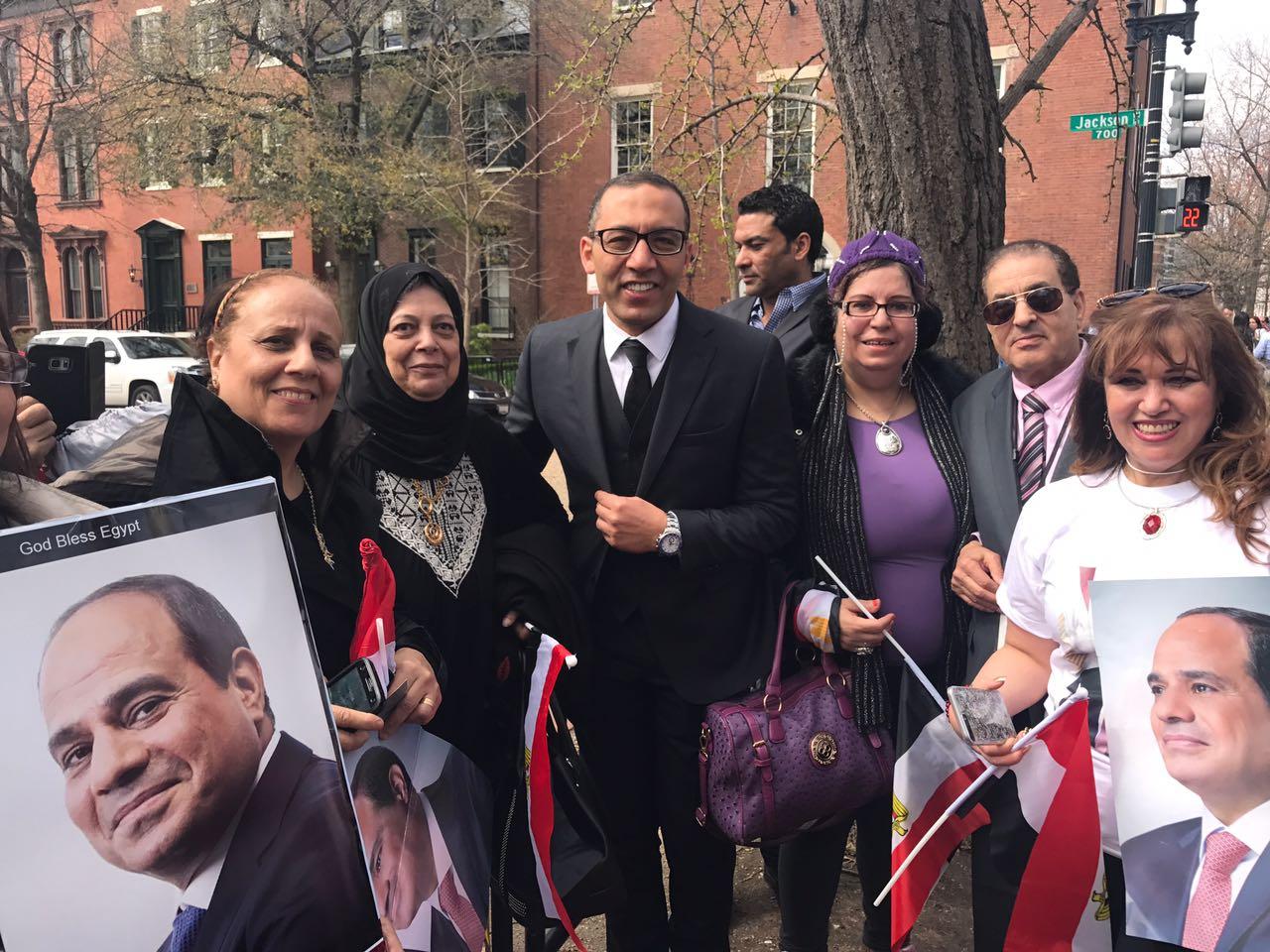 مشاركة الإعلاميين في وقفة المؤيدة للرئيس السيسي