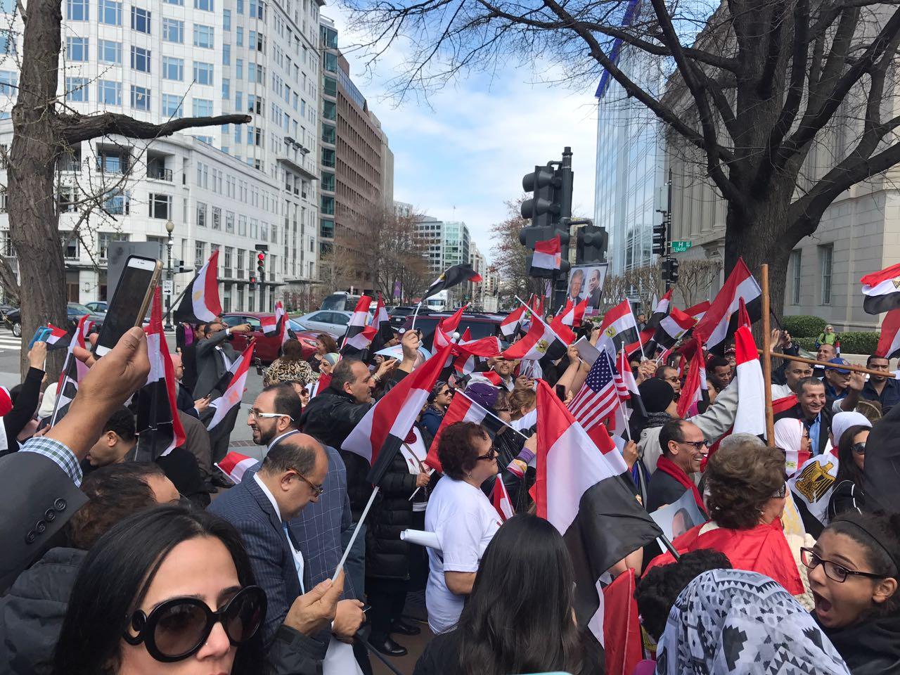 الأعلام المصرية والأمريكية