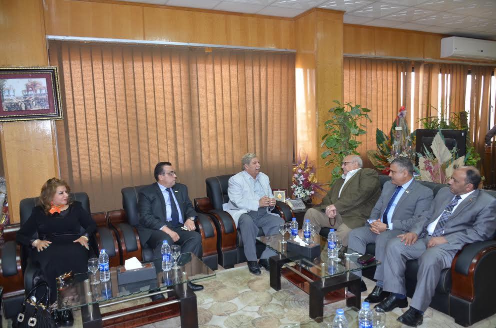 محافظ الإسماعيلية يستقبل وفد  جامعة عين شمس