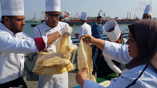 الطهاة خلال عملهم