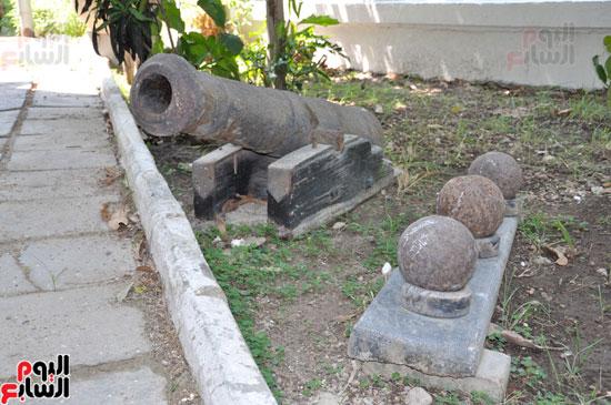 مدفع من القوات الفرنسية فى حديقة الفيلا