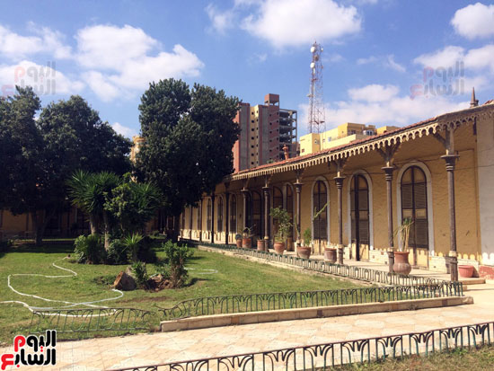 مبنى  إداري  خلف الفيلا