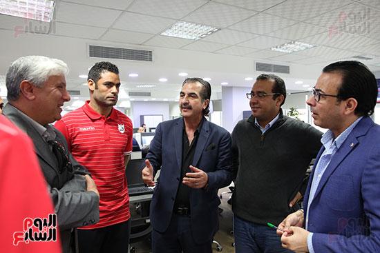 مدير الكرة بإنبى واللاعبون مع رؤساء التحرير التنفيذيين لليوم السابع