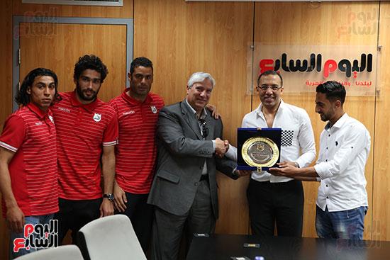 الكاتب الصحفى خالد صلاح رئيس مجلس إدارة وتحرير اليوم السابع فى جلسة مع لاعبى إنبي