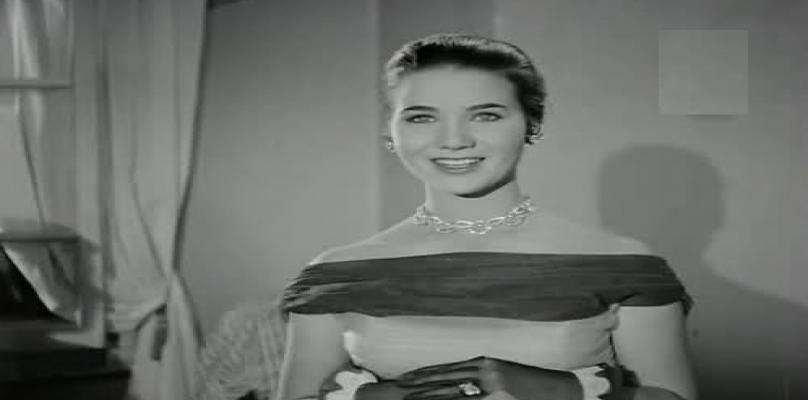 زبيدة ثروت ترتدى فستان أوف شولدر
