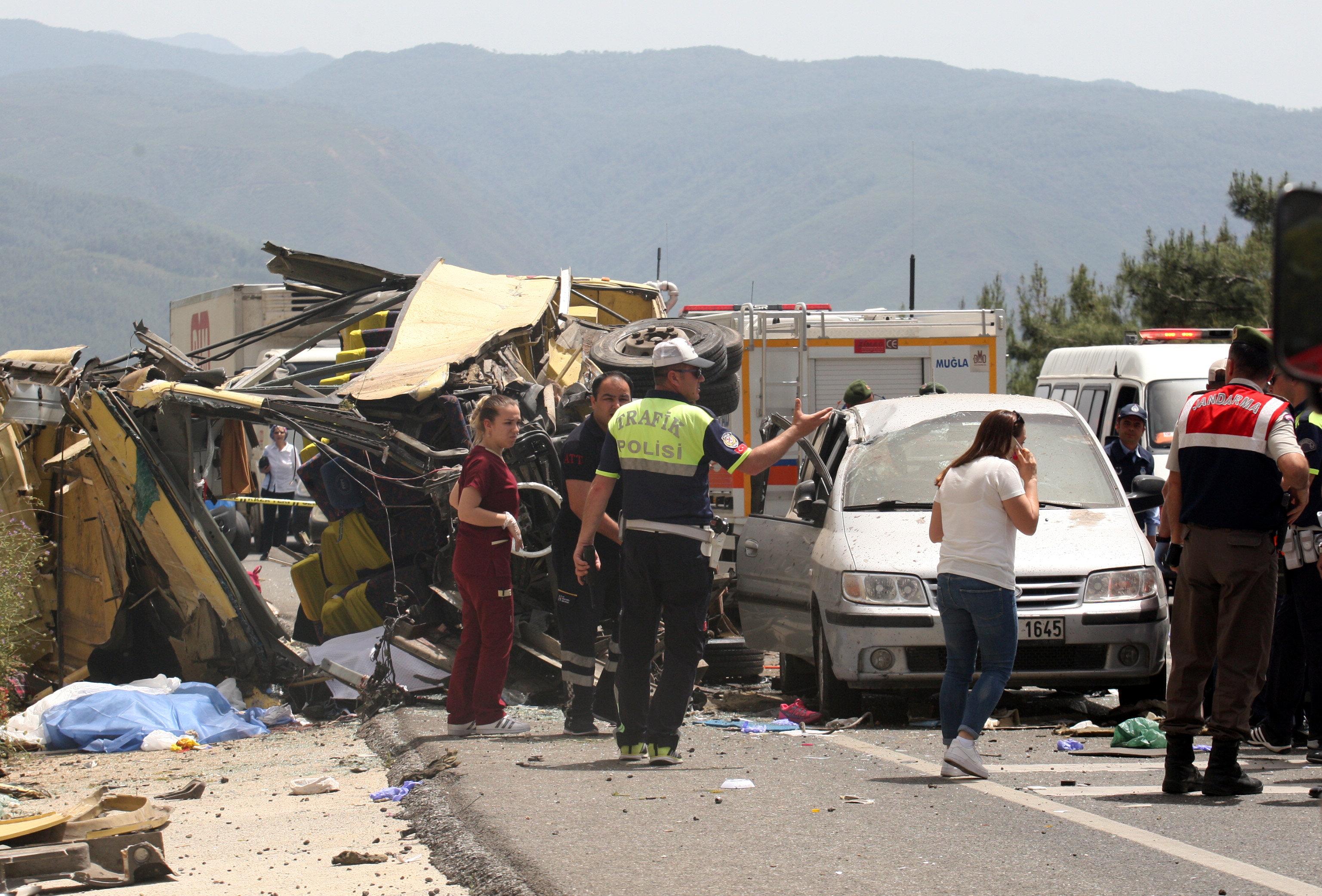 ارتفاع ضحايا انقلاب حافلة سياحية بتركيا لـ23 قتيلا