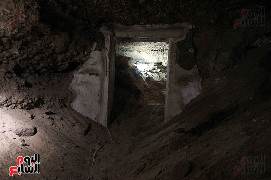 اكتشاف أول مقبرة فى تاريخ مصر الوسطى تضم 18 مومياء بالمنيا (29)