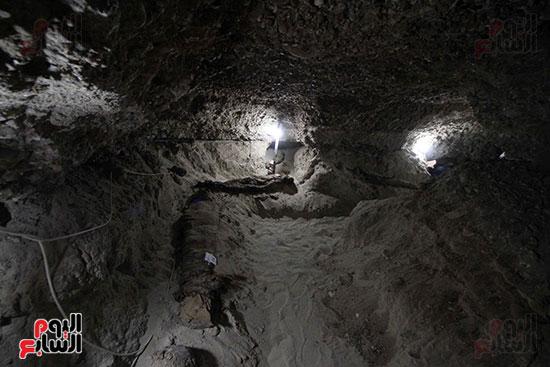 اكتشاف أول مقبرة فى تاريخ مصر الوسطى تضم 18 مومياء بالمنيا (21)