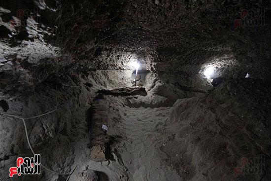 اكتشاف أول مقبرة فى تاريخ مصر الوسطى تضم 18 مومياء بالمنيا (22)