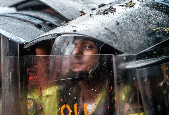 حالة من الترقب والخوف فى عيون قوات الامن الفنزويلى