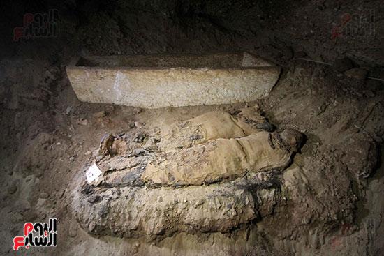 اكتشاف أول مقبرة فى تاريخ مصر الوسطى تضم 18 مومياء بالمنيا (18)