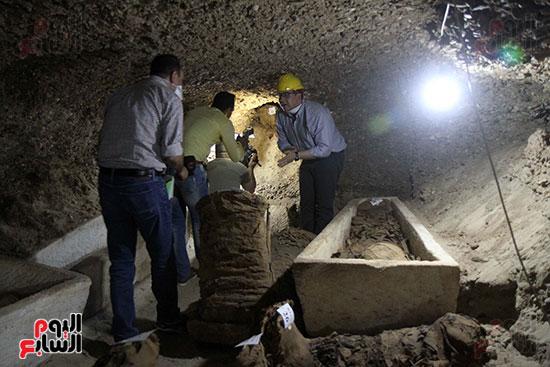 اكتشاف أول مقبرة فى تاريخ مصر الوسطى تضم 18 مومياء بالمنيا (6)