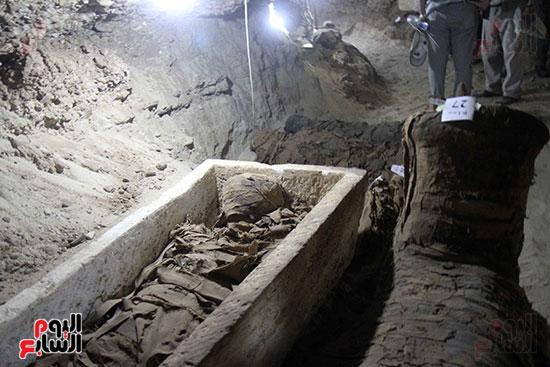 اكتشاف أول مقبرة فى تاريخ مصر الوسطى تضم 18 مومياء بالمنيا (3)