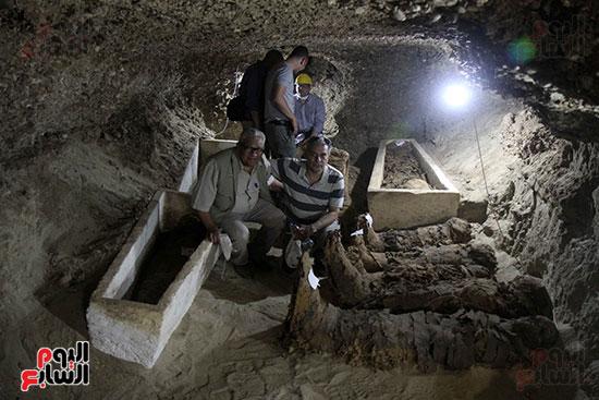 اكتشاف أول مقبرة فى تاريخ مصر الوسطى تضم 18 مومياء بالمنيا (39)
