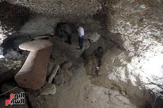اكتشاف أول مقبرة فى تاريخ مصر الوسطى تضم 18 مومياء بالمنيا (24)