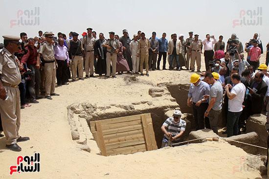 اكتشاف أول مقبرة فى تاريخ مصر الوسطى تضم 18 مومياء بالمنيا (33)
