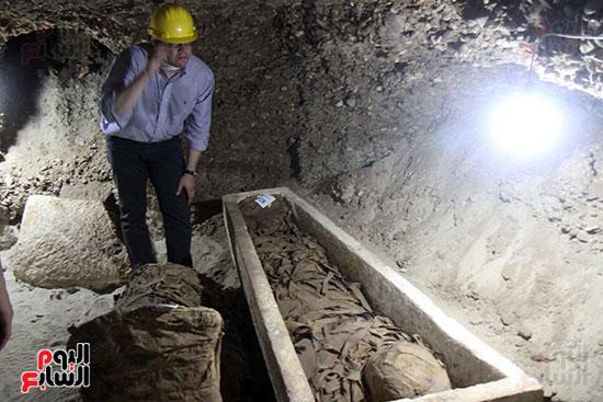 اكتشاف أول مقبرة فى تاريخ مصر الوسطى تضم 18 مومياء بالمنيا (2)