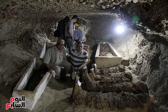 اكتشاف أول مقبرة فى تاريخ مصر الوسطى تضم 18 مومياء بالمنيا (40)
