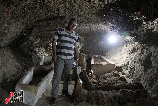 اكتشاف أول مقبرة فى تاريخ مصر الوسطى تضم 18 مومياء بالمنيا (37)