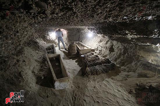 اكتشاف أول مقبرة فى تاريخ مصر الوسطى تضم 18 مومياء بالمنيا (14)