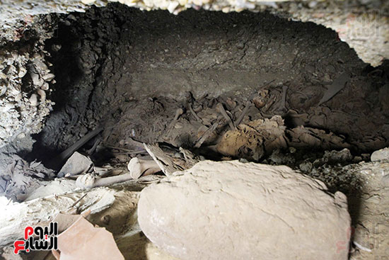 اكتشاف أول مقبرة فى تاريخ مصر الوسطى تضم 18 مومياء بالمنيا (30)