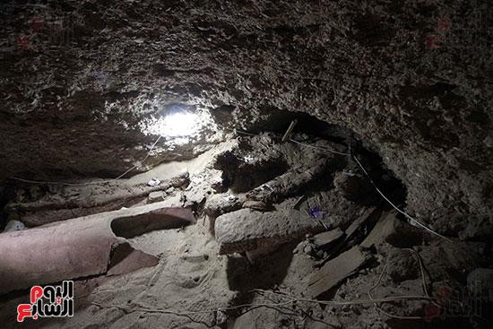 اكتشاف أول مقبرة فى تاريخ مصر الوسطى تضم 18 مومياء بالمنيا (26)
