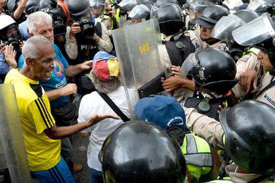 الاجداد يثورون ضد رئيس فنزويلا