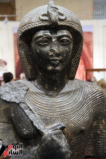أحد التماثيل فى معرض أبو سمبل