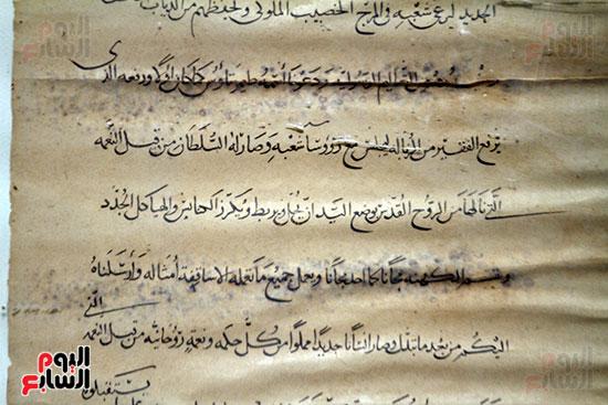 النقوشات على ورق البردى فى معرض أبو سمبل