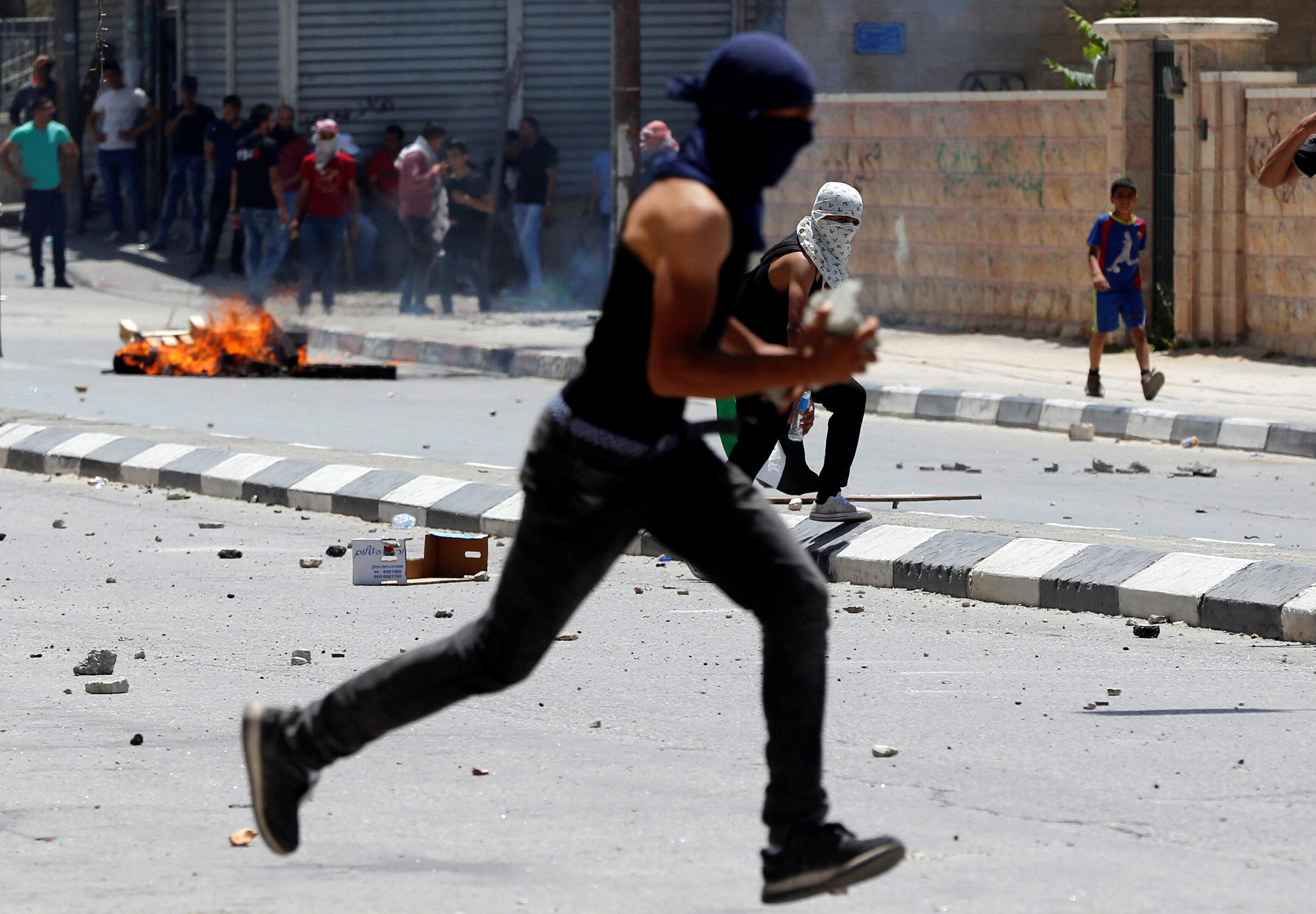 مواجهات عنيفة بين الشباب الفلسطينى وقوات الاحتلال