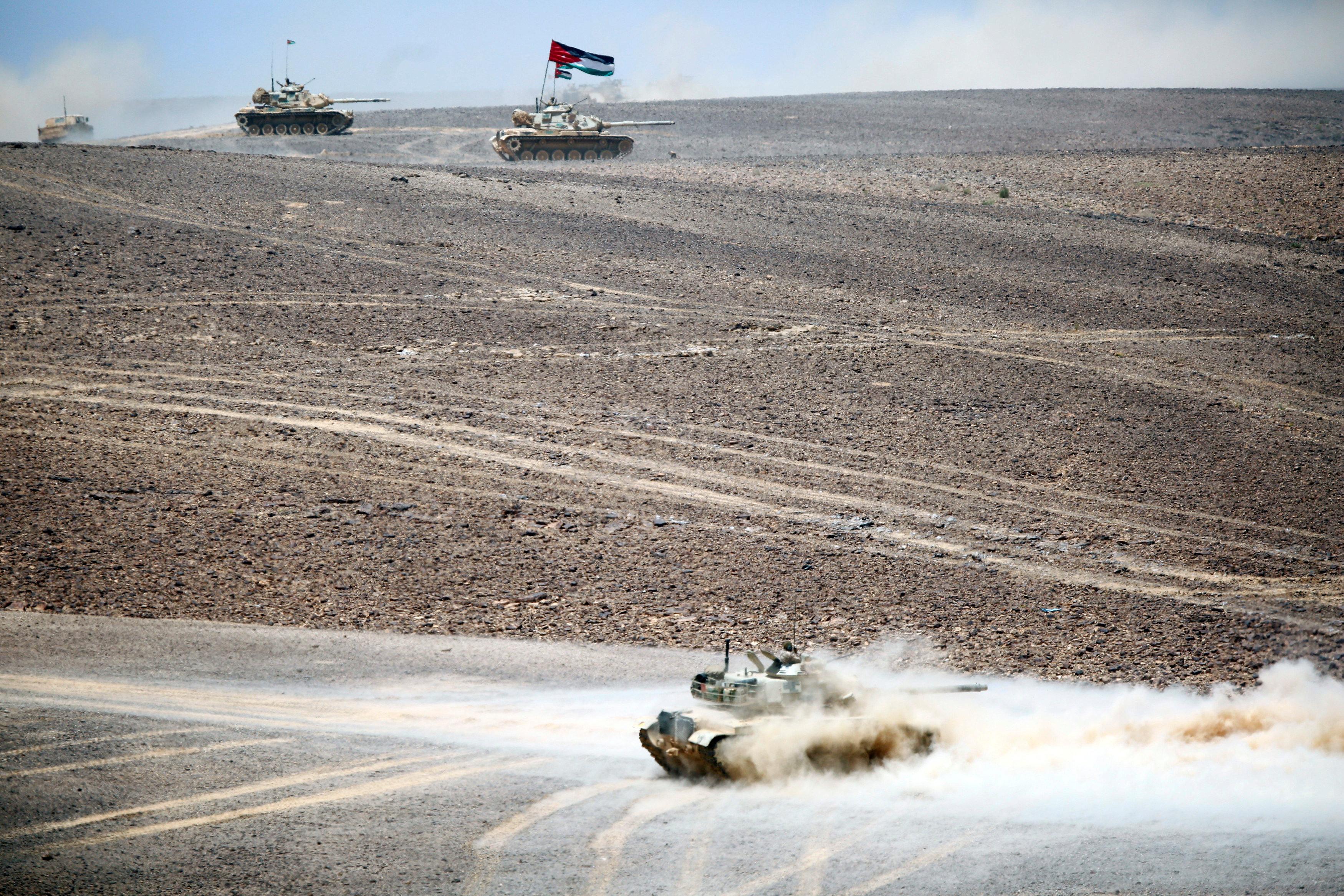 الدبابات خلال المناورات