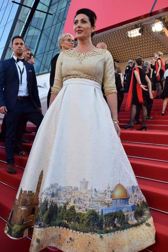 فستان الوزيرة عليه صورة القدس