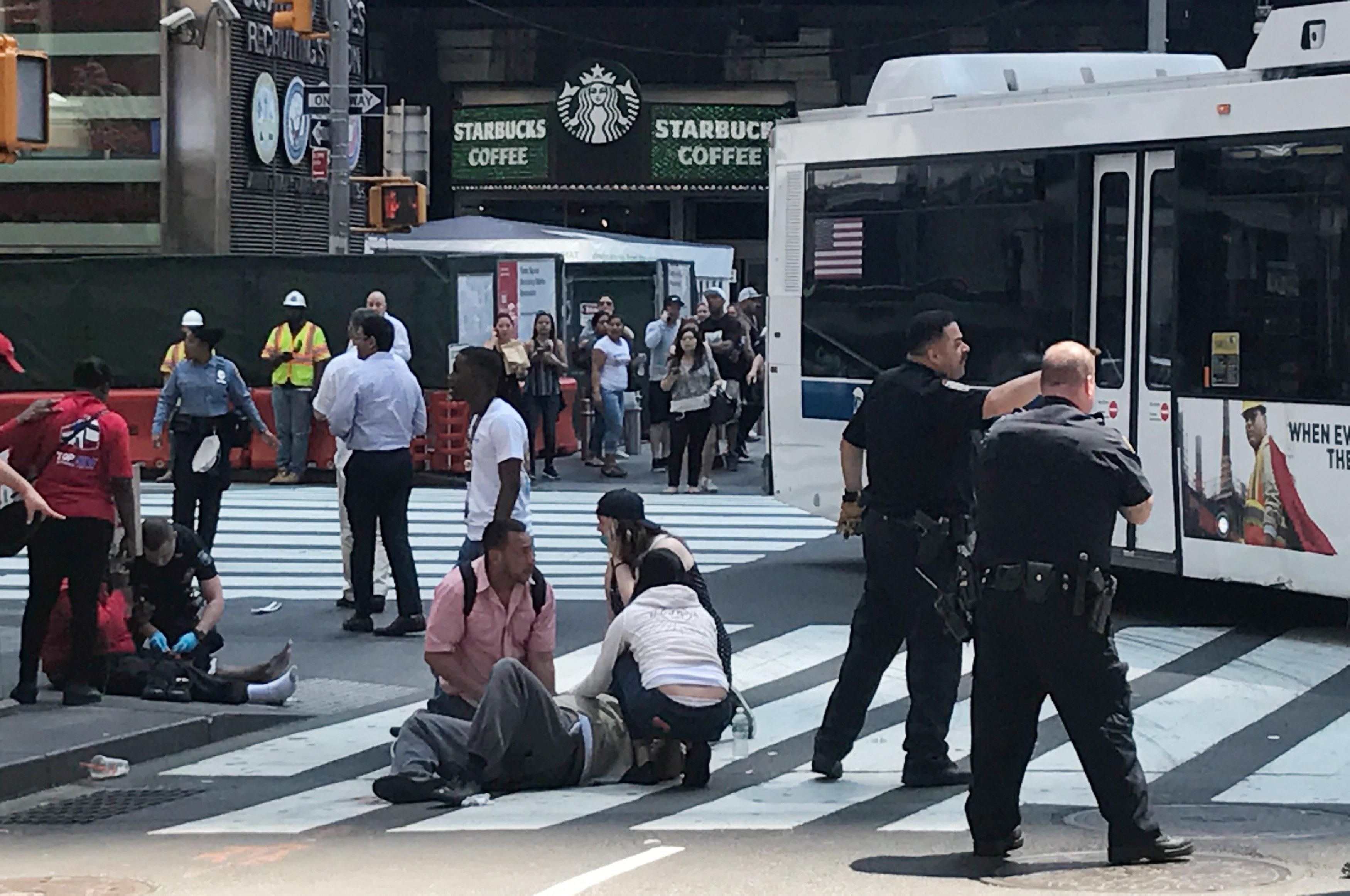 الشرطة تحيط موقع حادث دهس نيويورك