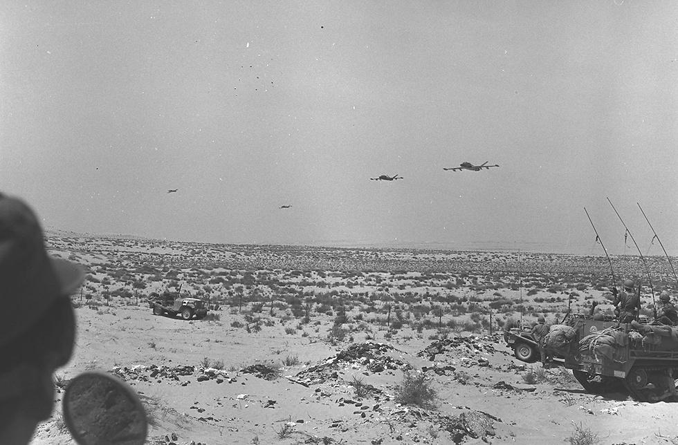 الطائرات الحربية الاسرائيلية تحلق فوق سماء رفح المصرية