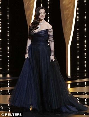 مونيكا بيلوتشى ترتدى فستان أسود أنيق فى افتتاح مهرجان كان 2017