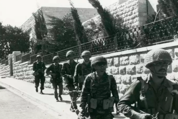 جنود الاحتلال داخل القدس المحتلة
