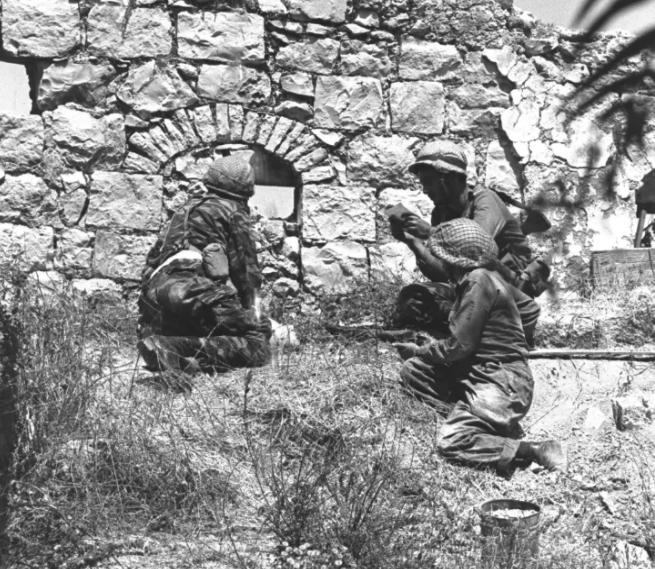 جنود الاحتلال على جدران القديس خلال 67