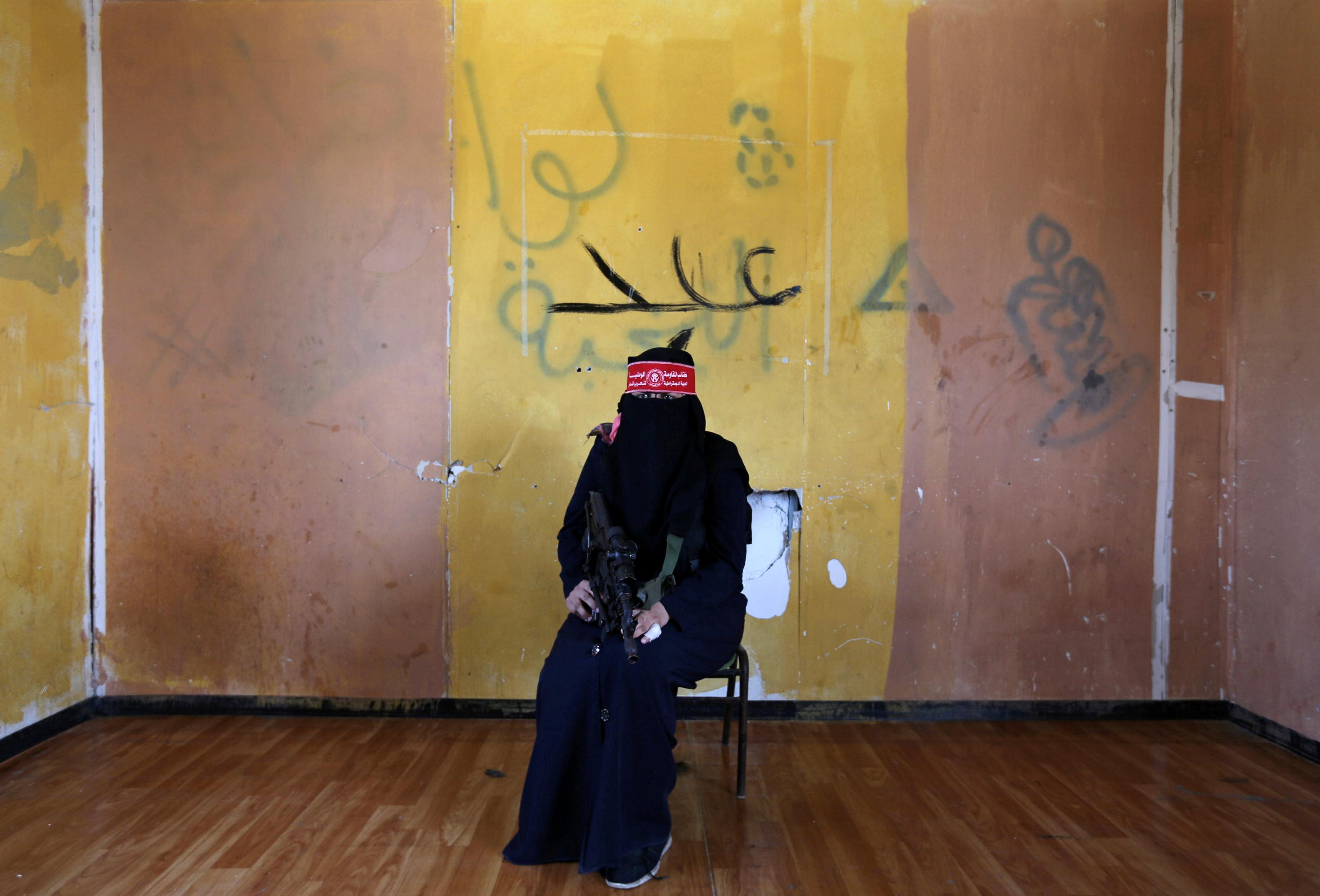 مقاتلة فى جبهة تحرير فلسطين - قطاع غزة