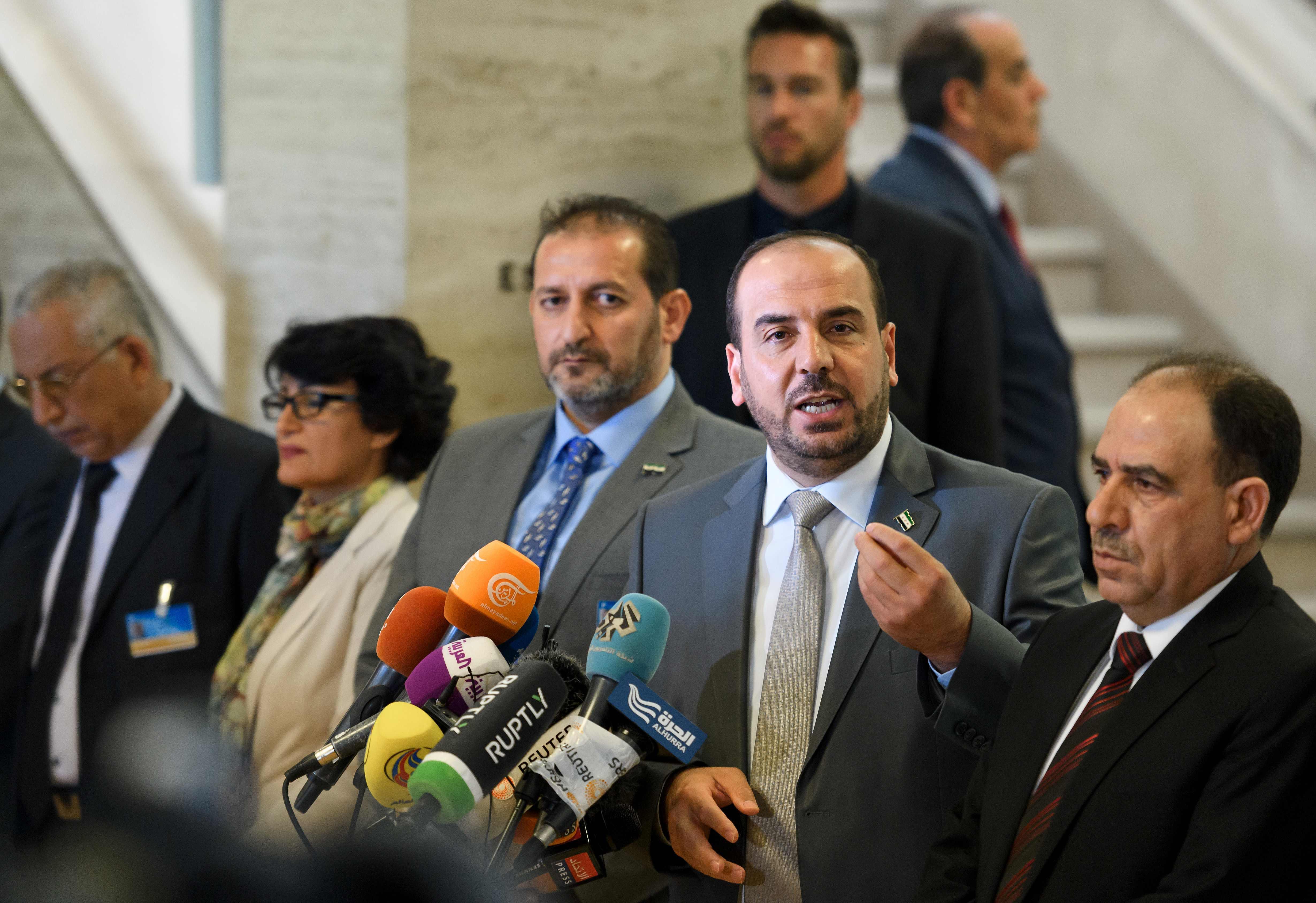 الحريري يتحدث للصحفيين