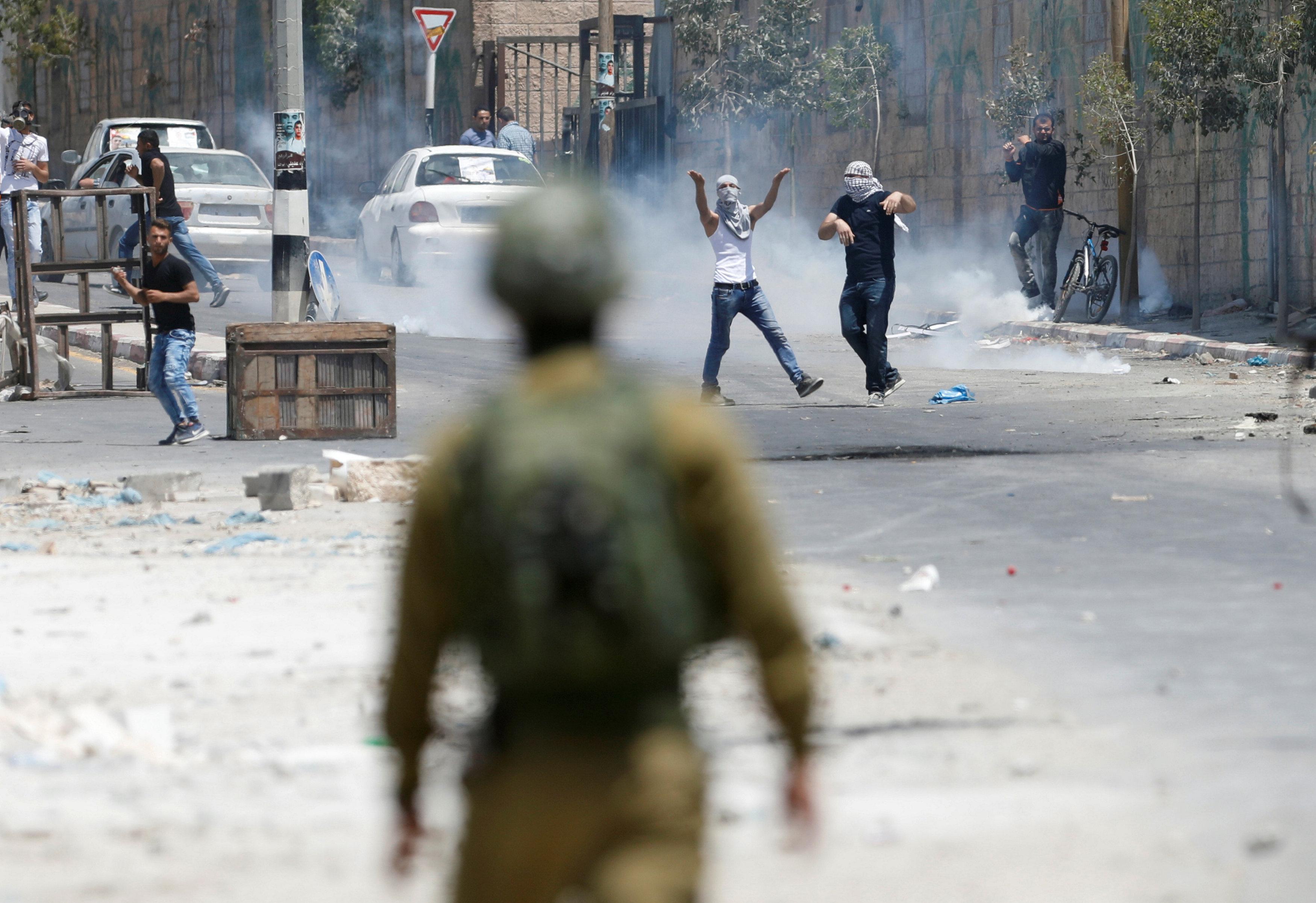 اشتباكات بين متظاهرين فلسطينيين وقوات الاحتلال