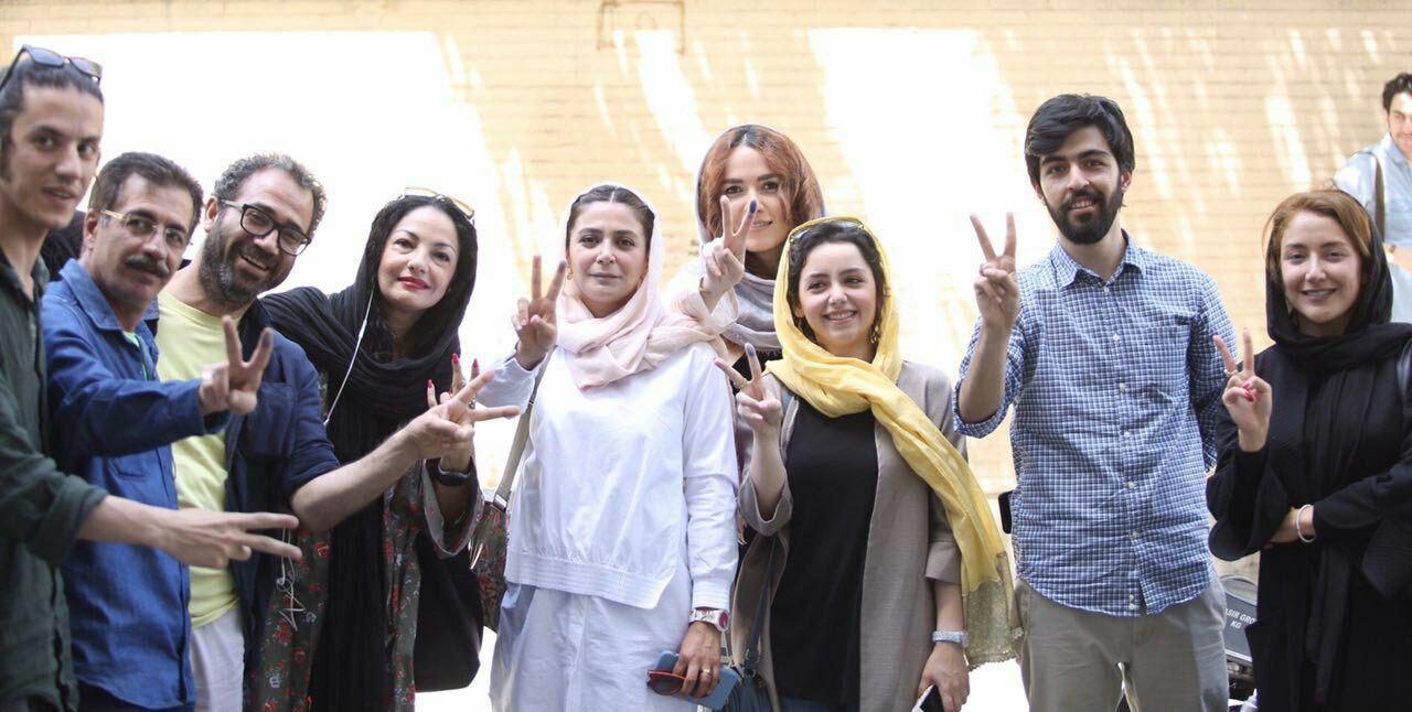 ايرانيون يدلون بصوتهم