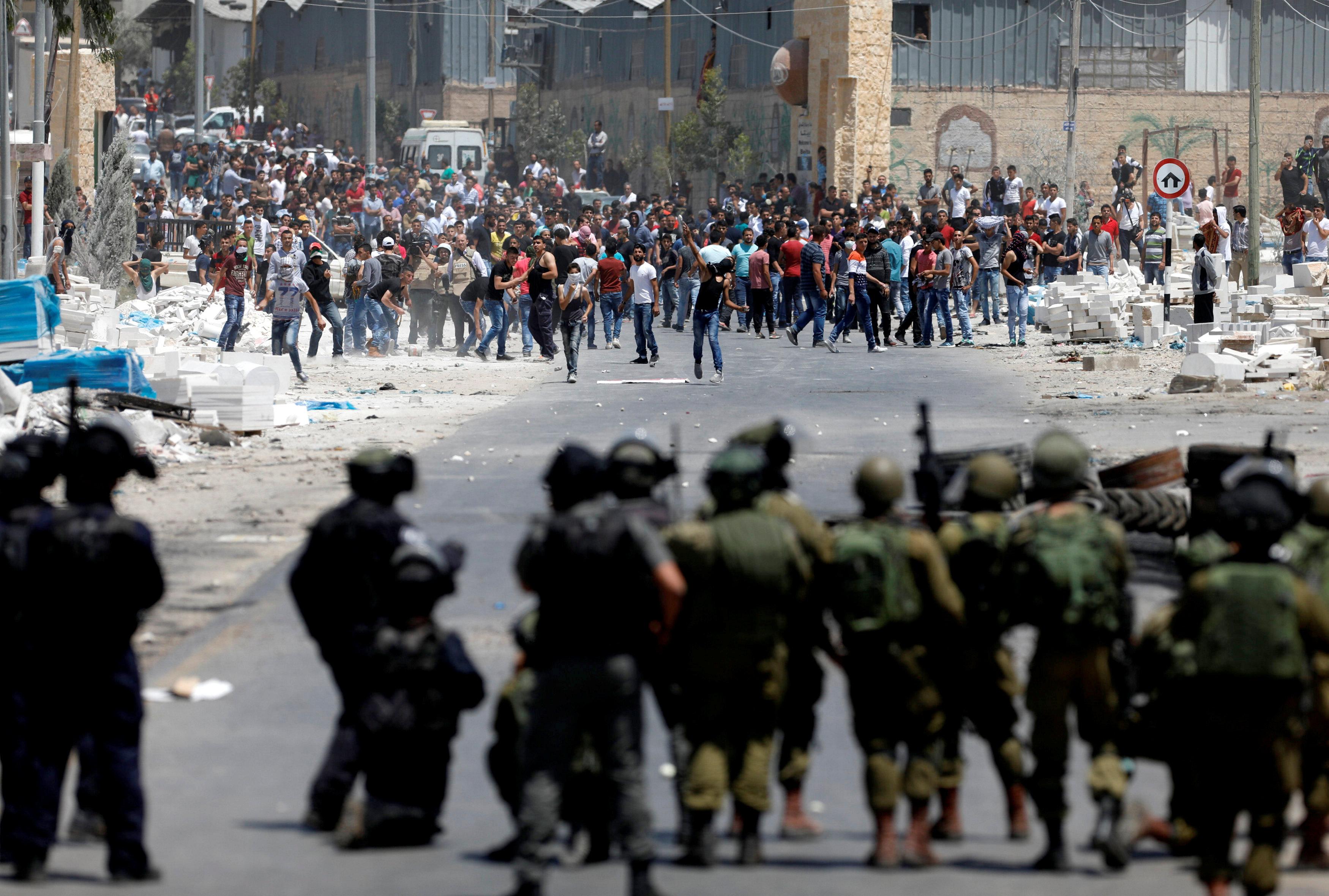مظاهرات لدعم الأسرى الفلسطينيين المضربين عن الطعام