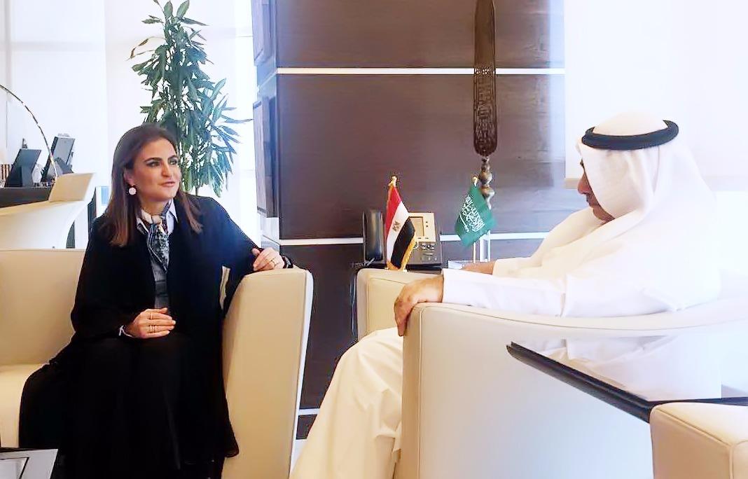 سحر نصر وزيرة الاستثمار المصرية مع وزير الاقتصاد و التخطيط السعودى