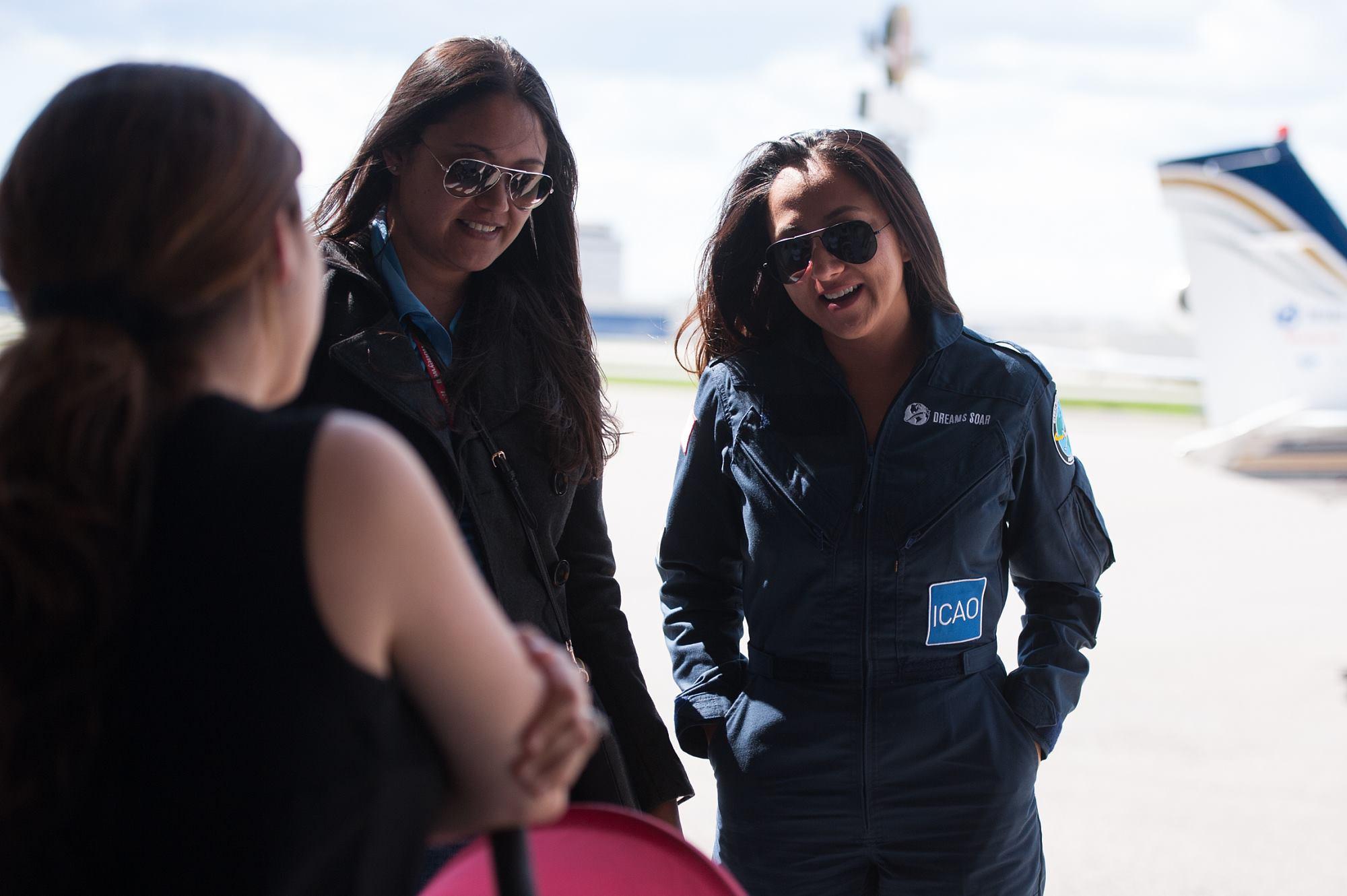 السيدة الافغانية المصنفة الطيارة الأولى فى العالم