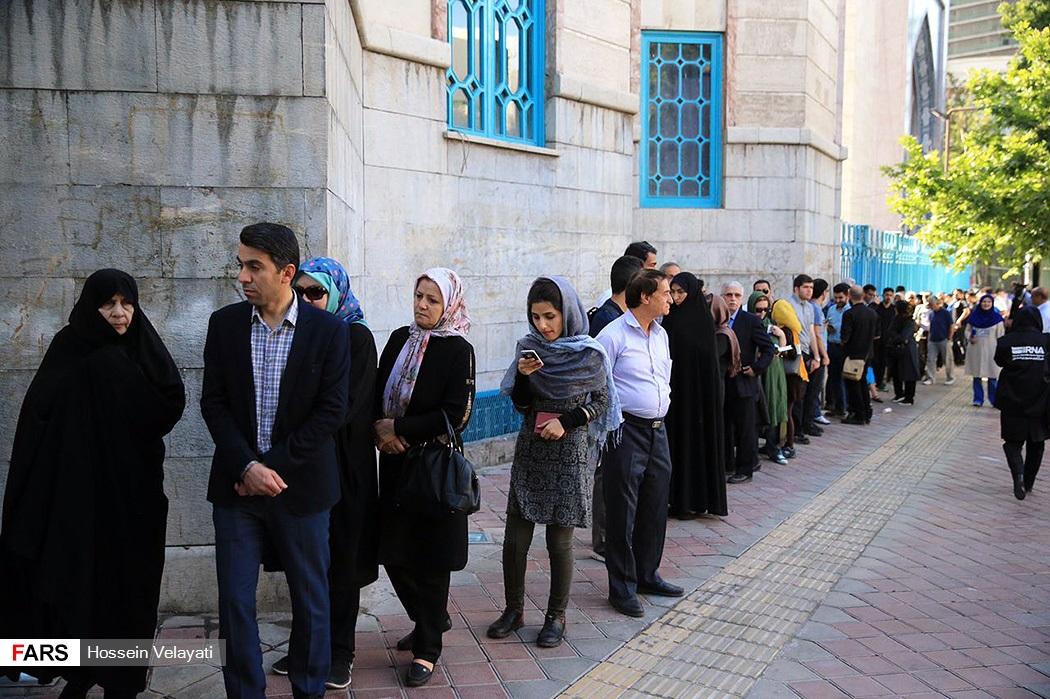 ناخبون ايرانيون يدلون بصوتهم