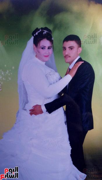المجنى عليه وزوجته يوم زفافهما