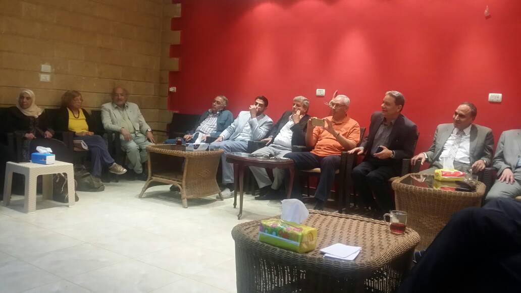 الحضور اثناء المناقشات