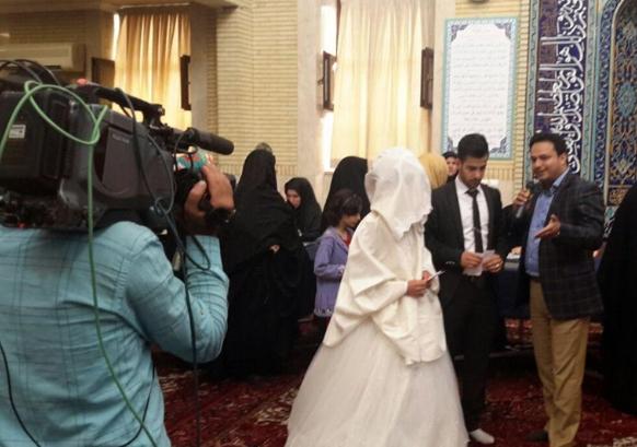 العروسان يتحدثان لوسائل الإعلام