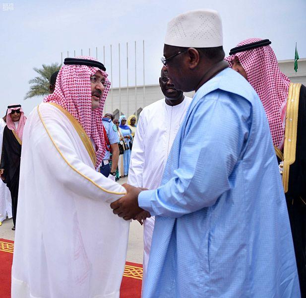 محافظ جدة فى استقبال الرئيس السنغالى